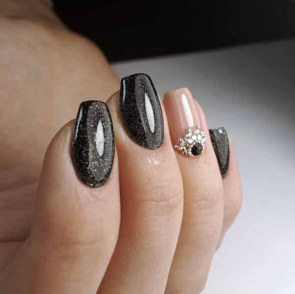 https://moiprofi.ru/res/images/articles/nail/nail7.jpg